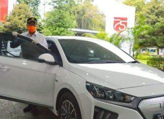 Menhub Budi dan mobil dinas barunya