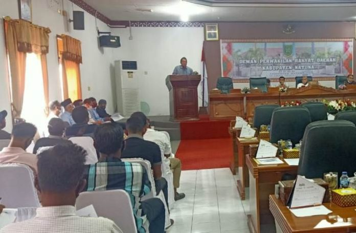 Audiensi nelayan dan mahasiswa bersama anggota DPRD Natuna