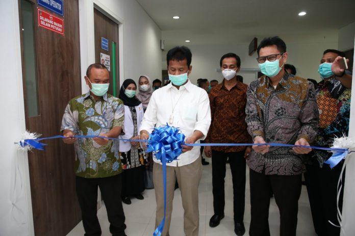 Kepala BP Batam, Rudi, meresmikan lima layanan baru di RSBP Batam.