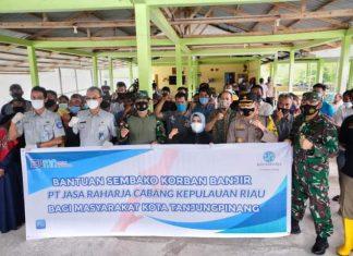 Penyerahan bantuan oleh Jasa Raharja dan Pemko Tanjungpinang