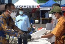 Penyerahan santunan kepada korban Sriwijaya Air