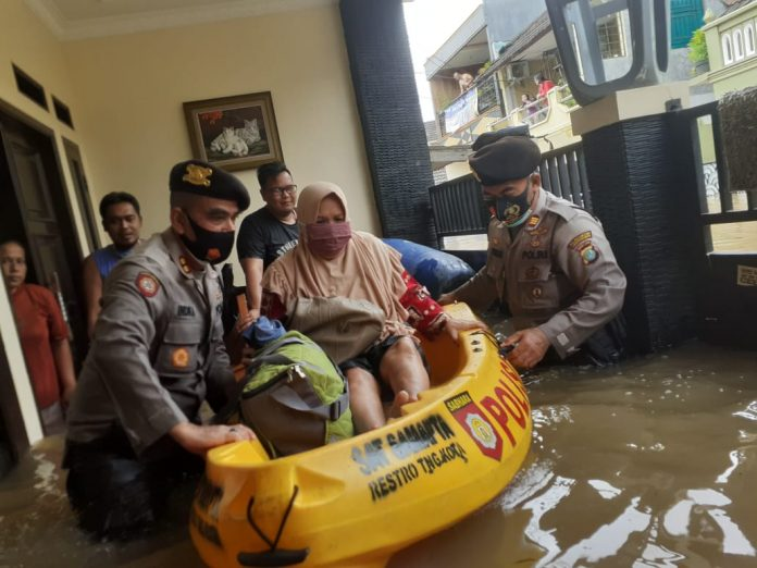 TNI Polri ikut atasi banjir