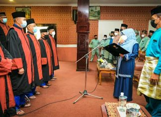 Wali Kota Tanjungpinang melantik 32 dewan hakim dan juri seni qasidah, marawis, dan bazar, di aula Bulang Linggi, kantor Dinas Perpustakaan dan Kearsipan Kota Tanjungpinang, Minggu (28/3/2021).