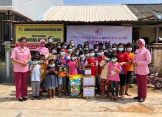 YKB Cabang Kota Barelang mengunjungi Graha Lansia Titian Kasih di Kampung Sei Raya, RT 002, RW 004, Kelurahan Sembulang, Kecamatam Galang, Kota Batam, Provinsi Kepri, Sabtu (20/3/2021).