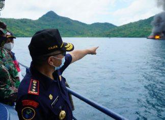 KKP dan Kejaksaaan Republik Indonesia melaksanakan penenggelaman 10 kapal illegal fishing di perairan Laut Natuna Utara, Rabu (31/3/2021).