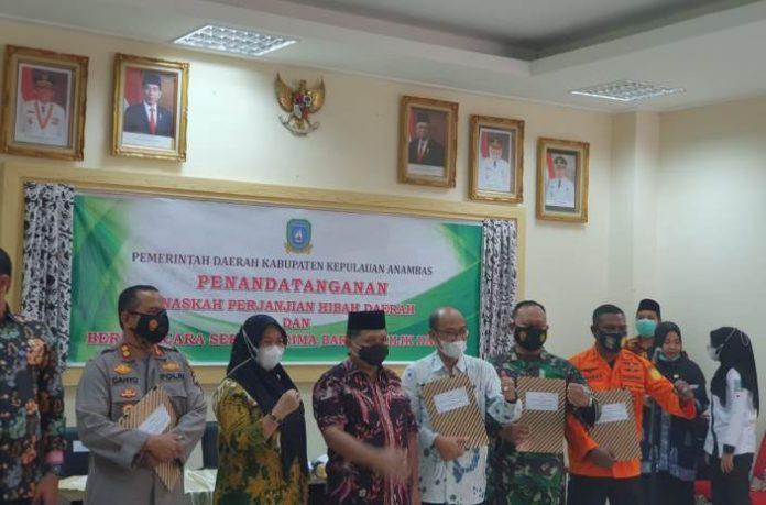 Acara penyerahan hibah lahan di Kantor Pemkab Anambas, Kamis (1/4/2021).
