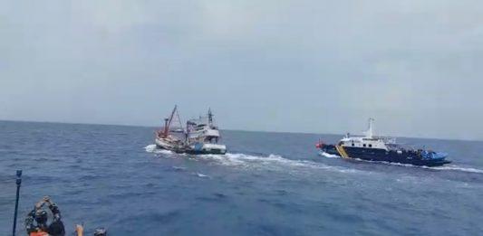 Aksi kejar-kejaran mewarnai penangkapan kapal ikan asing ilegal berbendera Vietnam di Laut Natuna Utara pada Selasa (27/4/2021).
