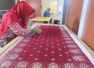 Pelatihan pembuatan Tudong Manto kepada ibu-ibu rumah tangga di Tanjungpinang.