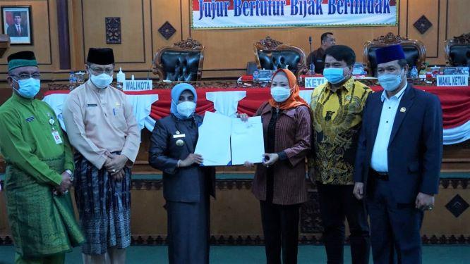 Wali Kota Tanjungpinang Rahma menyerahkan dua nama calon wakil wali kota