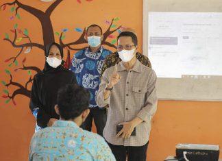 Wakil Wali Kota Batam Amsakar Achmad meninjau tiga sekolah di Kecamatan Batam Kota dan Lubukbaja, Kamis (1/4/2021) pagi.