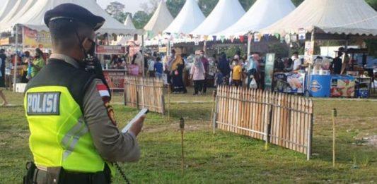Satgas Pencegahan Covid-19 Polresta Barelang dan Polsek jajaran melaksanakan imbauan protokol kesehatan pada Pasar Tumpah, Selasa (13/4/2021).