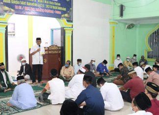 Sekda Kota Batam Jefridin pada Safari Ramadan di Masjid Babussalam Seilekop Sagulung, Jumat (16/4/2021) malam.