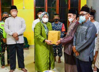 Wagub Marlin Safari Ramadan di Masjid Al Munawar, Ulu Maras Jemaja Timur, Kabupaten Anambas, Sabtu (24/4/2021).