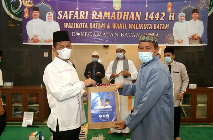 Wali Kota Batam Muhammad Rudi saat menggelar Safari Ramadan di Masjid di Batam Kota, Minggu (25/4/2021).