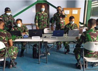 Prajurit TNI dan PNS Natuna menjalani vaksinasi AstraZeneca Tahap I di Hanggar Integrasi Lanud Raden Sadjad (RSA) Ranai, Jumat (2/4/2021).
