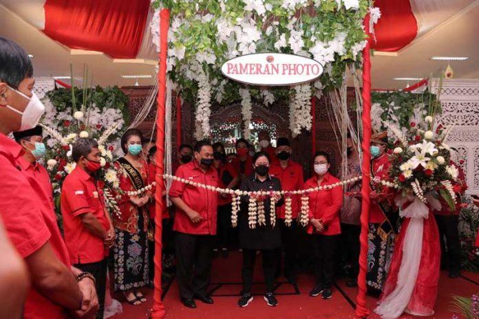 Pembukaan Pameran Foto Esai Marhaen dan Foto Bangunan Cagar Budaya yang dihadiri Ketua DPP PDI Perjuangan Puan Maharani di Panti Marhaen Kota Semarang, Sabtu (22/5/2021).