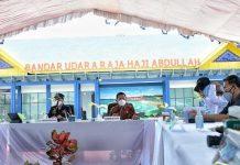 Menteri Perhubungan Budi Karya Sumadi menyatakan akan mengembangkan infrastruktur transportasi bandara dan pelabuhan di Karimun