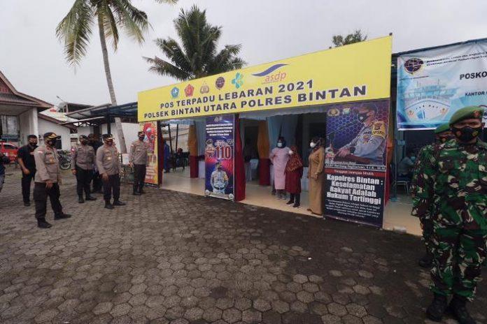 Kapolda Kepri Irjen Pol Aris Budiman didampingi Pejabat Utama Polda Kepri meninjau Pos Pengamanan dan Pos Pelayanan di wilayah Tanjungpinang dan Bintan, Jumat (14/5/2021).