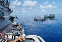 KRI Sultan Thaha Syaifudin-375 Koarmada I, menyelamatkan 27 anak buah kapal (ABK) KM Sinar Mas yang mengalami kebakaran di Laut Natuna Utara Sabtu (15/5/2021). (Foto dokumen Puspen TNI AL)