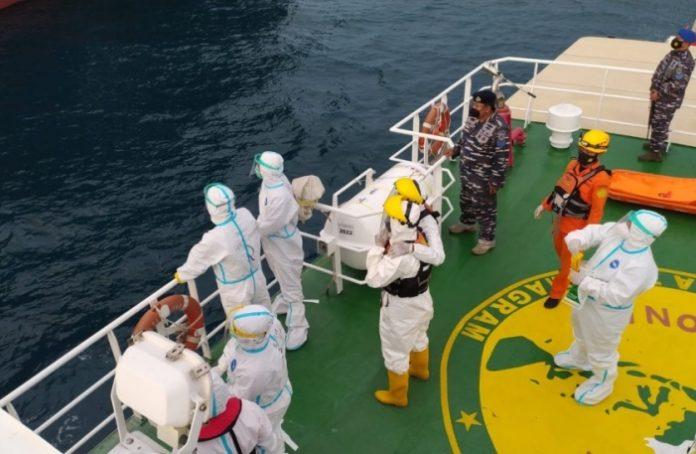 Evakuasi ABK Filipina di Laut Natuna