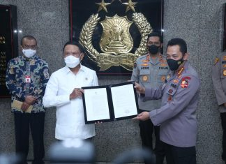 Kapolri Jenderal Listyo Sigit Prabowo bersama Menteri Pemuda dan Olahraga (Menpora), Zainudin Amali.