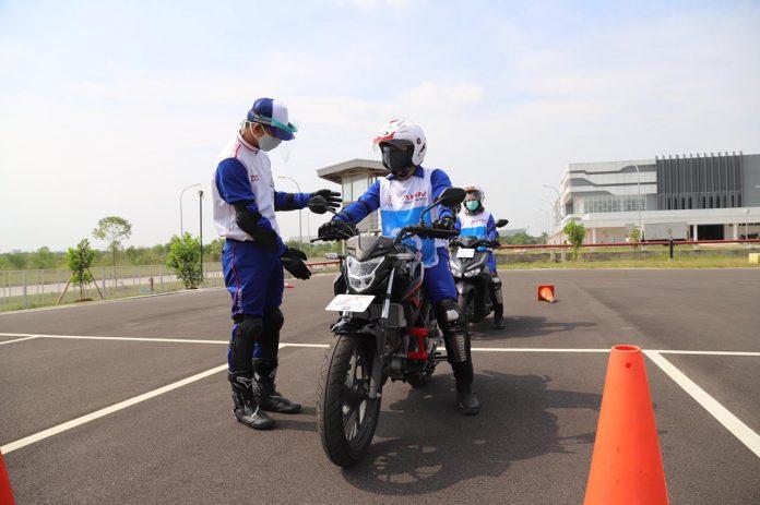 Pelatihan safety riding PT Astra Honda Motor (AHM).