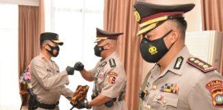 Kapolda Kepri Irjen Pol Aris Budiman memimpin serah terima jabatan Pejabat Utama Polda Kepri di ruang Kerja Kapolda Kepri, Jumat (11/6/2021).