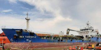 Ditpolairud Polda Kepri dan petugas KSOP mengamankan kapal MT Sea Tanker II GT. 2714.