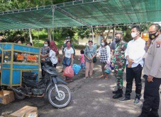 Wali Kota Batam, Muhammad Rudi meninjau sejumlah titik lokasi vaksinasi massal yang diselenggarakan oleh Pemko Batam.