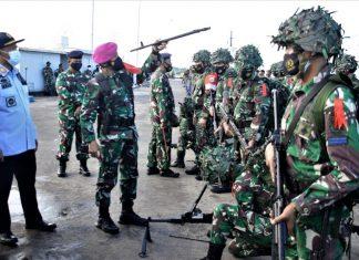 Wadanlantamal IV, Kolonel Marinir Andi Rahmat memimpin apel gelar kesiapan pasukan Latihan Armada Jaya XXXIX Tahun 2021 di Dermaga TNI Angkatan Laut Mentigi Bintan, Senin (28/6/2021).