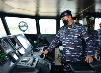 KASAL Laksamana TNI Yudo Margono meninjau Kapal Angkatan Laut