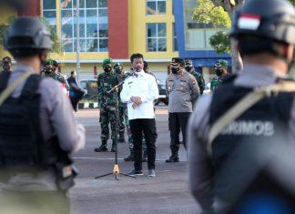 Wali Kota Batam, Muhammad Rudi memimpin apel persiapan Pemberlakukan Pembatasan Kegiatan Masyarakat (PPKM) Darurat di Temenggung Abdul Jamal, Senin (12/7/2021).