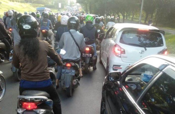 Kemacetan ruas jalan menuju GOR Temenggung Abdul Jamal.