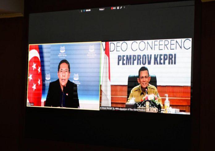 Gubernur Kepri Ansar Ahmad video conference bersama Menteri Kedua untuk Luar Negeri dan Pendidikan Singapura Mr. Maliki Oesman di Ruang Rapat Utama Kantor Gubernur Kepri, Dompak, Selasa (27/7/2021).