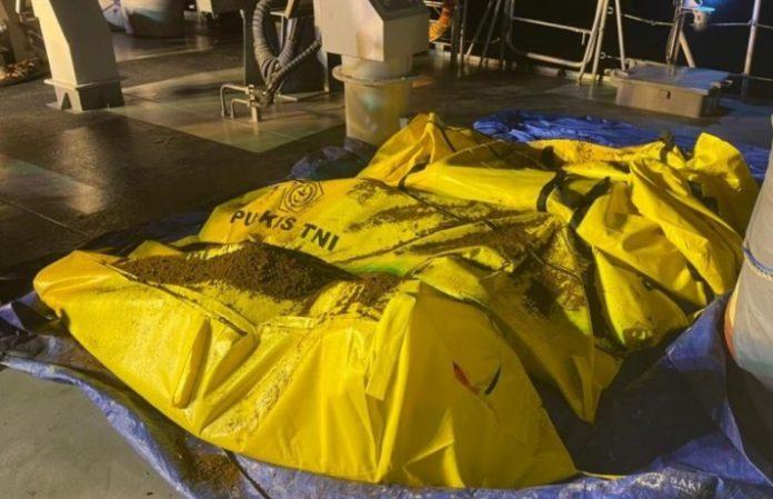evakuasi korban kapal tenggelam