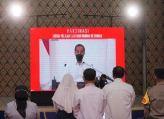 Presiden Republik Indonesia, Joko Widodo memantau secara virtual pelaksanaan vaksinasi pelajar di Tanjungpinang, Rabu (14/7/2021).