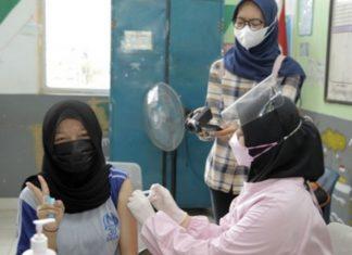 Vaksinasi pelajar di Kota Batam memasuki hari kedua, menyasar ribuan pelajar SMP.