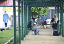 Pasien Covid-19 menjalani isolasi di Asrama Haji Batam.