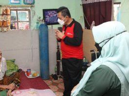 Gubernur Kepri Ansar Ahmad mengunjungi warga yang sedang isoman di Kampung Tanjung Unggat, Tanjungpinang, Rabu (11/8/2021) pagi.