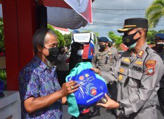 Polda Kepri melaksanakan baksos di Polres Tanjungpinang dan TPA KM. 13 pada Jumat (13/8/2021).