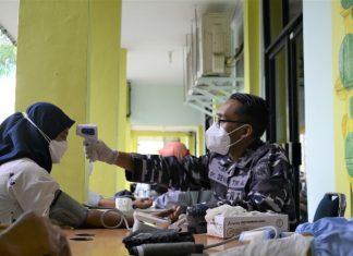 Pangkalan Utama TNI Angkatan Laut (Lantamal) IV Tanjungpinang kembali melaksanakan serbuan vaksin Covid-19 di Poltekes, Jl. Arif Rahman Hakim Tanjungpinang, Kamis (19/8/2021).