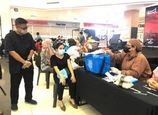 Disbudpar Kota Batam melanjutkan pemberian dosis kedua vaksin Covid-19 bagi pelaku pariwisata, budaya, dan ekonomi kreatif, Jumat (20/8/2021).