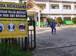 Disiplin protokol kesehatan di sekolah di Kota Batam di masa PPKM Level 3.