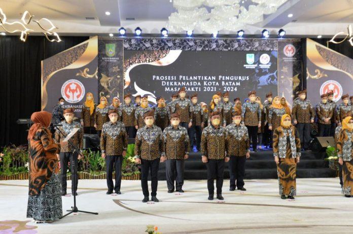 Pengurus Dewan Kerajinan Nasional Daerah (Dekranasda) Kota Batam masa bakti 2021-2024 resmi dilantik Wakil Gubernur Kepri, Marlin Agustina, di Planet Holiday Hotel, Rabu (15/9/2021).