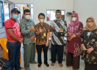 Rombongan Dinas Koperasi dan Usaha Kecil Menengah (UKM) Kabupaten Bengkalis mempelajari pengelolaan usaha kecil di Kota Batam, Kamis (16/9/2021).