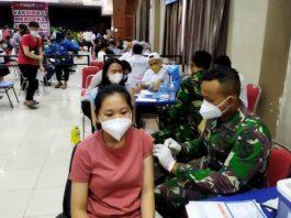 Lanud Hang Nadim melaksanakan serbuan vaksinasi pelajar di Vihara Maha Vihara Duta Maitreya Monastery, Rabu (22/9/2021).