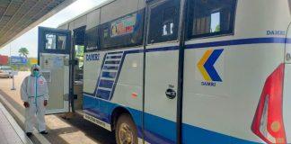 DAMRI mengoperasikan dua unit armada bus dari Bandara Internasional Hang Nadim menuju beberapa hotel karantina yang terdapat di Nagoya.