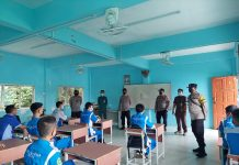 Polsek Lubuk Baja melakukan monitoring dengan mengunjungi beberapa sekolah yang melaksanakan belajar tatap muka, Sabtu (16/10/2021)